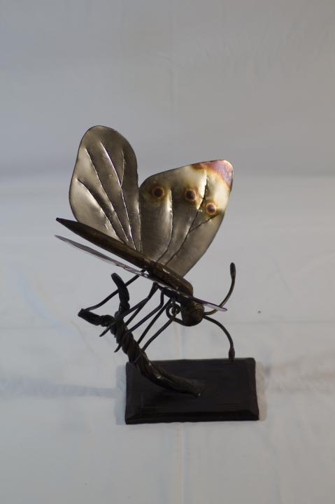 escultura de forja mariposa